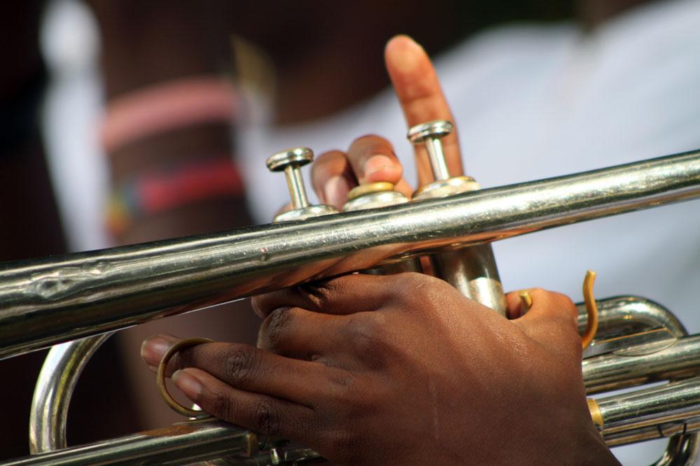 trumpet-hands